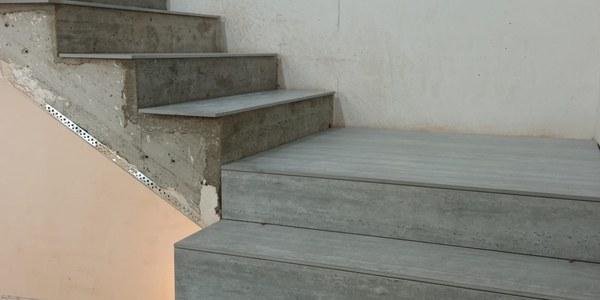 Adequació de les escales de l'ajuntament